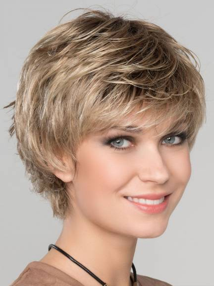 Cheveux courts Keira